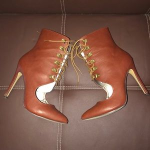 Women's lace up booties with heel w/box